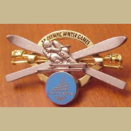 2006 TORINO OLYMPIC PIN JUMBO CROSSED SKIIS 3 D PIN ON PIN